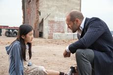 Mei (Catherine Chan) und Luke (Jason Statham)