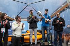 """Zweifacher Formel 1-Weltmeister Fernando Alonso begrüßt Fernando """"Perpi"""" Perpiñán in seinem eRacing-Team zusammen mit Logitech G und G2 Esports"""